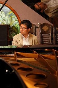 音楽家紹介 岩倉先生